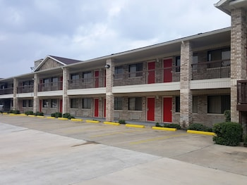 Red Roof Inn Hotels Near Walden On Lake Conroe Golf And Country