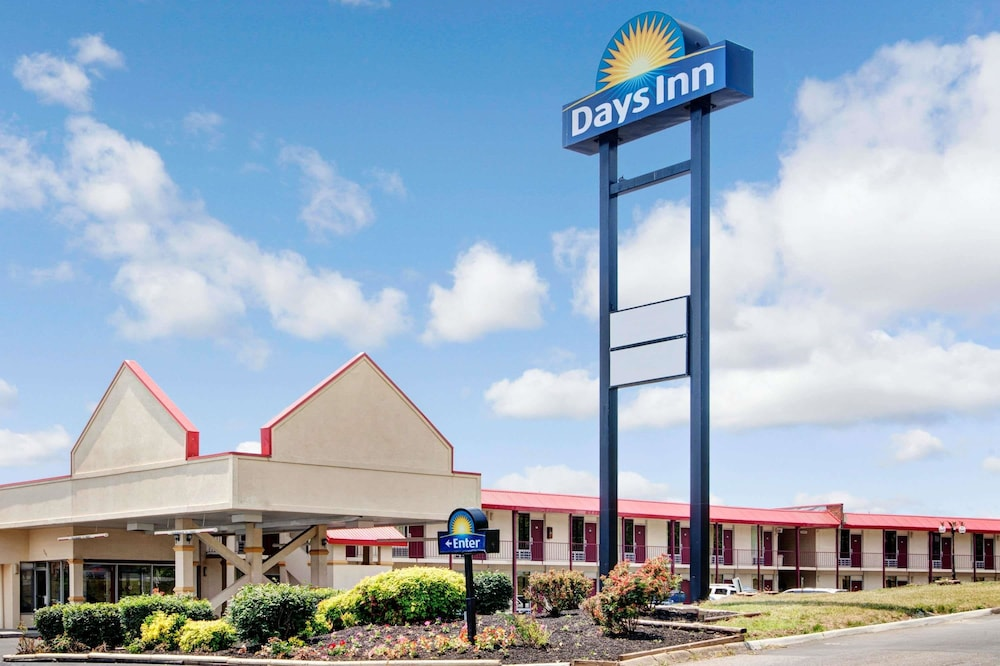 Days Inn by Wyndham Knoxville West