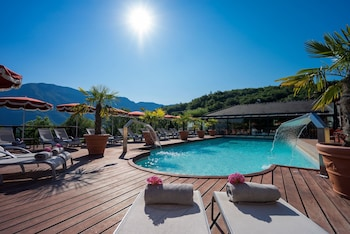 tarifs reservation hotels Les Tresoms Lake and Spa Resort