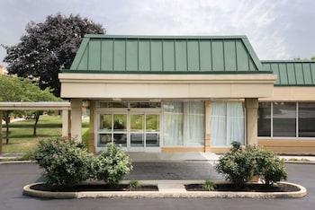 Days Inn & Suites by Wyndham York in York, Pennsylvania