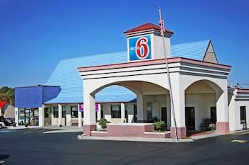 Motel 6 Calhoun - Featured Image  - #0