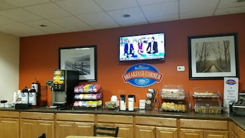 Baymont Inn and Suites Midland Airport - Breakfast Area  - #0