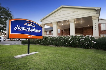 Howard Johnson by Wyndham Beaumont in Beaumont, Texas