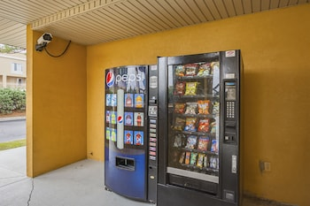 Quality Inn And Suites Civic - Vending Machine  - #0