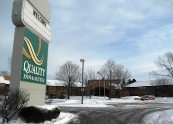 Quality Inn & Suites in Valparaiso, Indiana