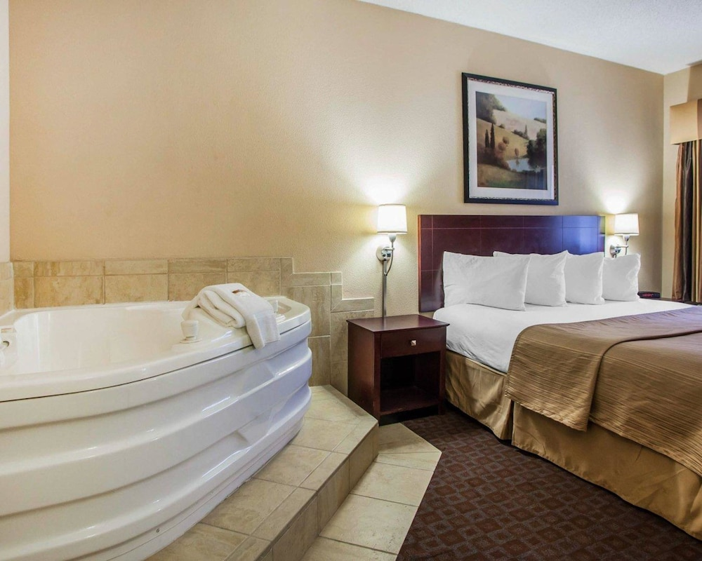 Photos Of - Quality Inn Peoria