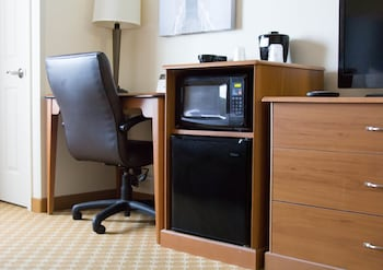 Country Inn and Suites Port Clinton - Guestroom  - #0