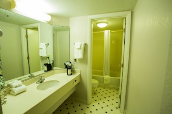Hoffman Inn & Suites - Bathroom  - #0