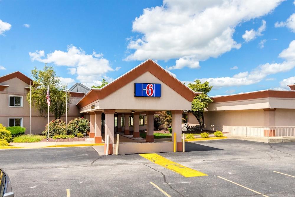 Motel 6 Chambersburg, PA