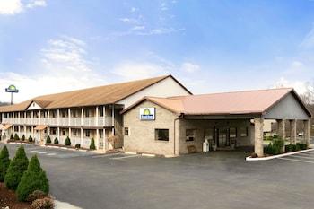 Days Inn by Wyndham Huntington in Huntington, West Virginia