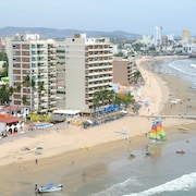 鮮花海灘飯店