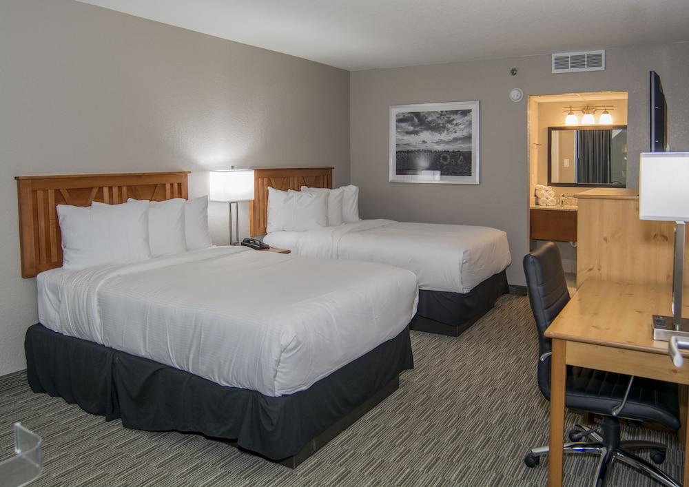 Avasté Hotel Suites & Conference Center