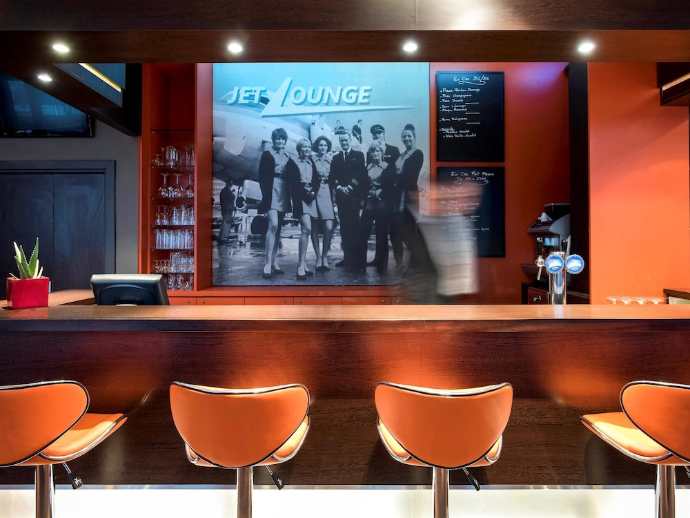 Lounge 37 of 78
