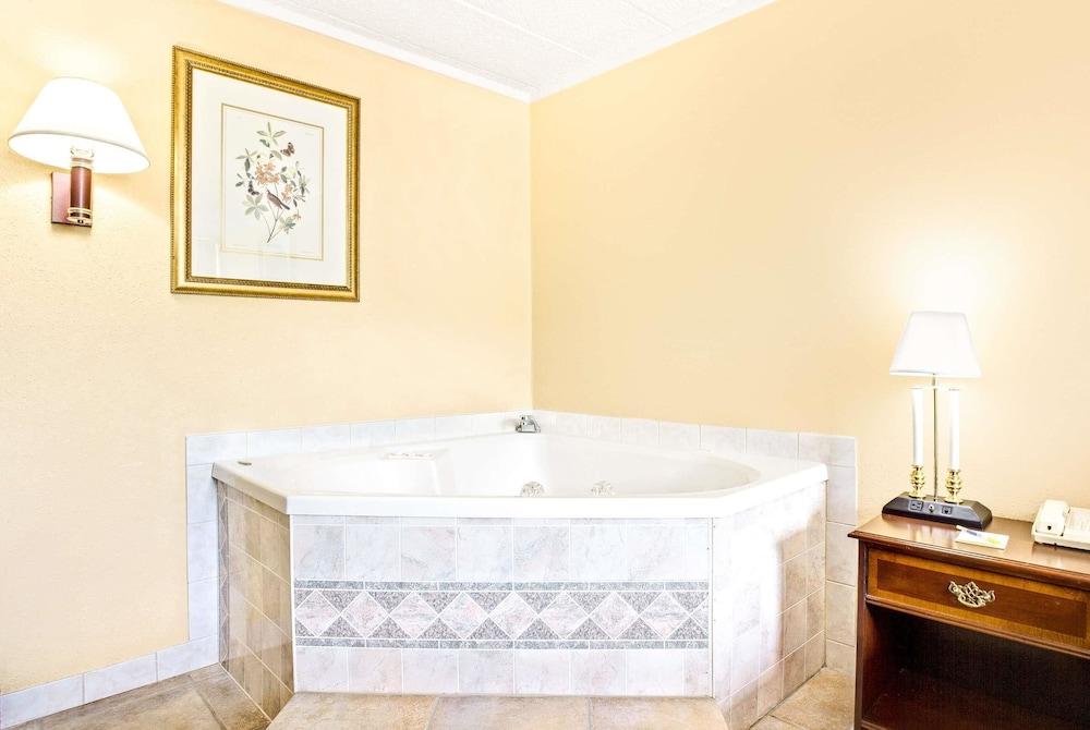 Days Inn by Wyndham Bath Hammondsport