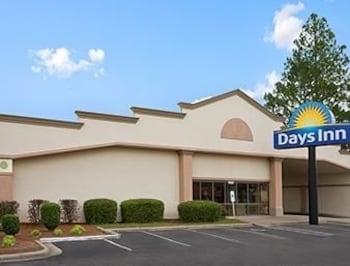 Days Inn Fayetteville-South / I-95 Exit 49