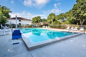 Motel 6 Tampa - Fairgrounds - Pool  - #0