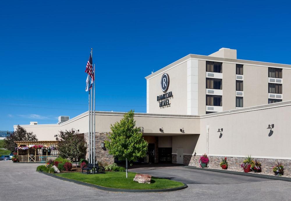 Ramkota Hotel & Conference Center