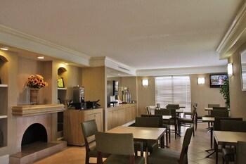 La Quinta Inn San Antonio I-35 N at Rittiman Road - Property Amenity  - #0