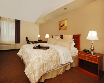 Garden Plaza Hotel in Hagerstown, Maryland