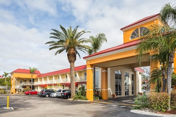 Days Inn & Suites by Wyndham Port Richey in Port Richey, Florida
