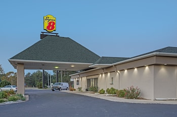 Super 8 by Wyndham Dunn in Fayetteville, North Carolina