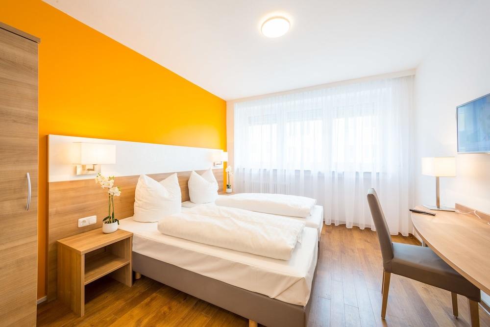 Hotel S16