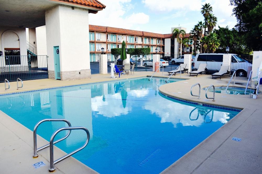 Days Inn by Wyndham Anaheim Near the Park