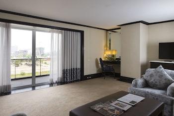 Midas Hotel Manila Guestroom