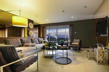 Midas Hotel Manila Living Area