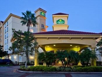 La Quinta Inn Suites Orlando Convention Center