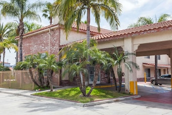 Photo for Days Inn & Suites by Wyndham South Gate in South Gate, California
