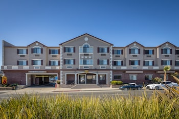 Super 8 by Wyndham San Bruno /SF Intl Arpt West in San Bruno, California