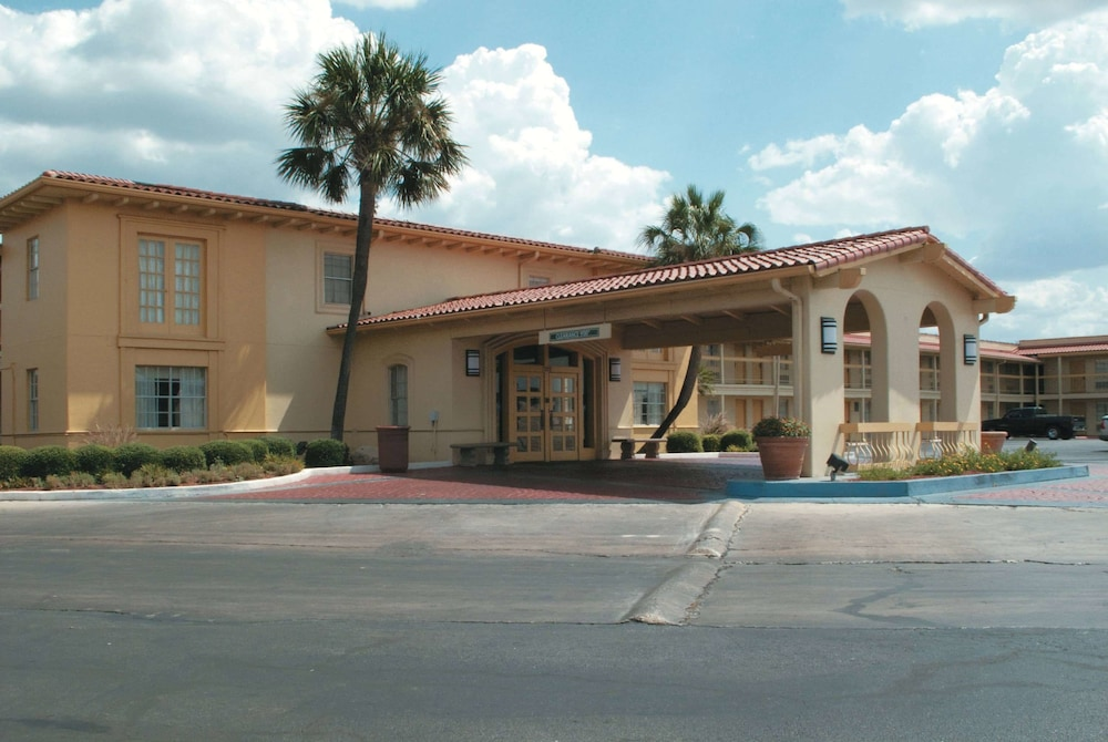 La Quinta Inn by Wyndham San Antonio South Park