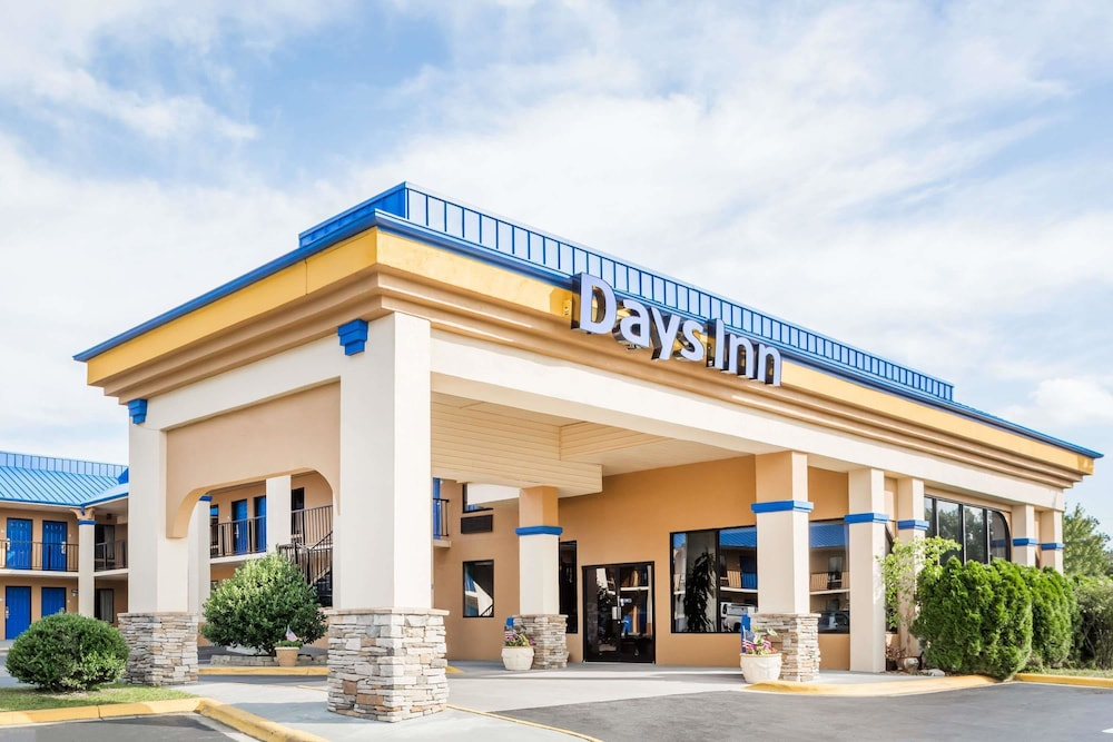 Days Inn by Wyndham Hendersonville