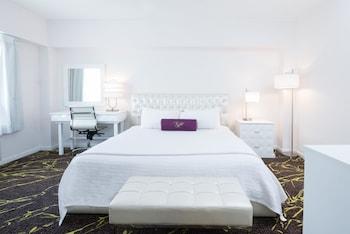 The Roslyn Hotel In New York