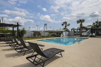 Best Western Central Inn - Outdoor Pool  - #0