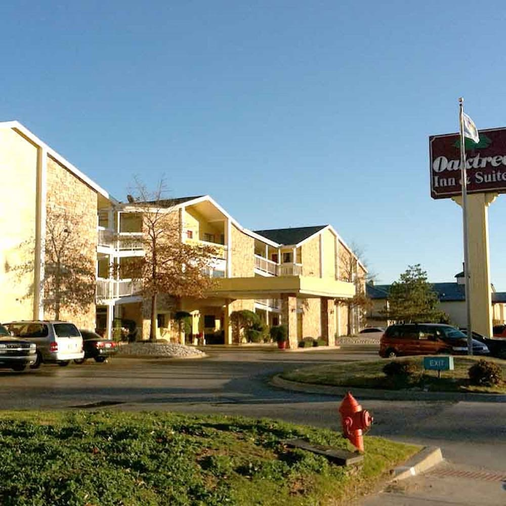 Oaktree Inn and Suites