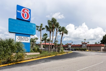 Motel 6 Spring Hill Weeki Wachee in Spring Hill, Florida