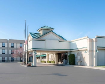 Quality Inn & Suites in Monroe, Michigan