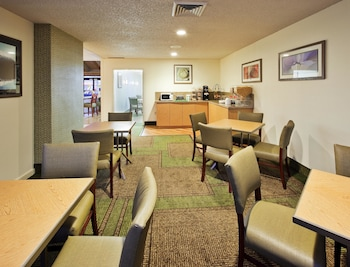 La Quinta Inn & Suites Redding - Property Amenity  - #0