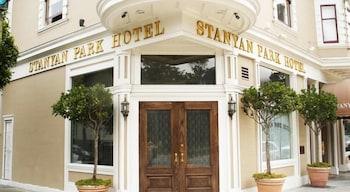 斯坦亚公园酒店