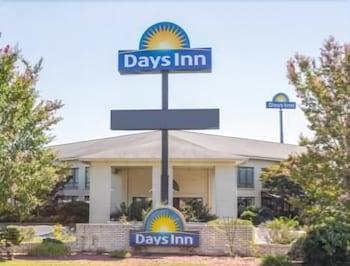 Days Inn by Wyndham Spartanburg Waccamaw in Spartanburg, South Carolina