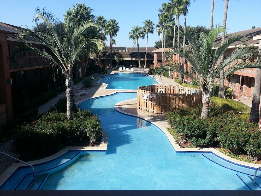 Palm Aire Hotel and Suites