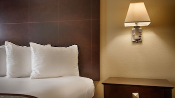 Best Western Plus Airport Plaza