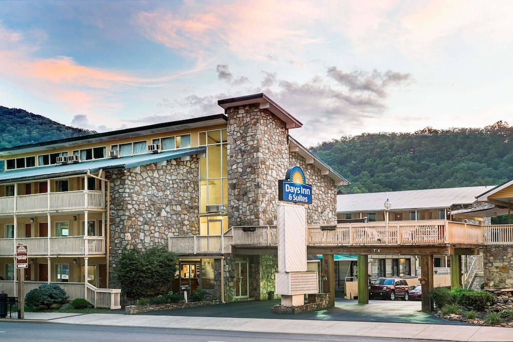 Days Inn & Suites by Wyndham Downtown Gatlinburg Parkway
