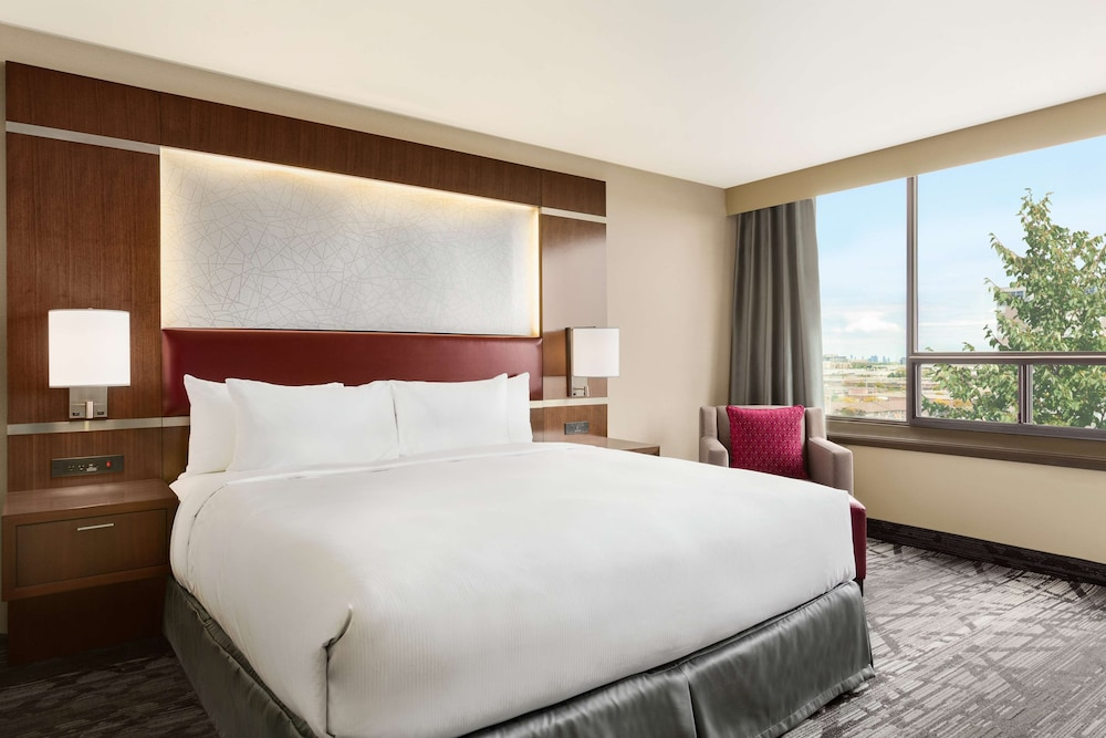 DoubleTree by Hilton Toronto Airport West