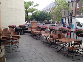 Comfort Suites Downtown Carlisle - Outdoor Dining  - #0