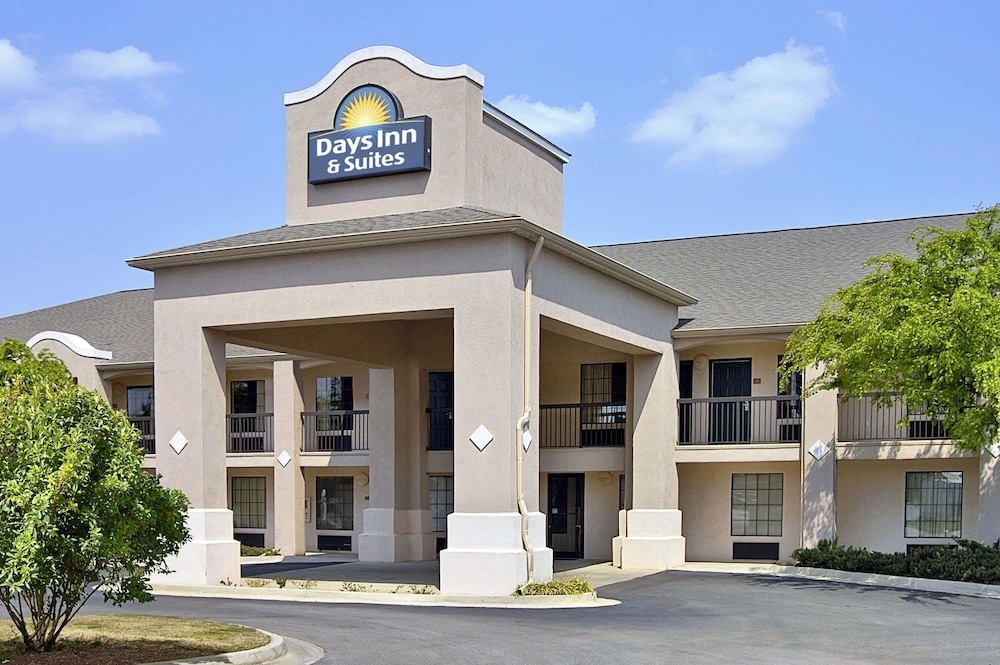 Days Inn & Suites by Wyndham Fort Valley
