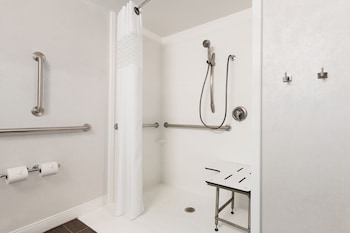 Hampton Inn Philadelphia Mt. Laurel - Bathroom  - #0