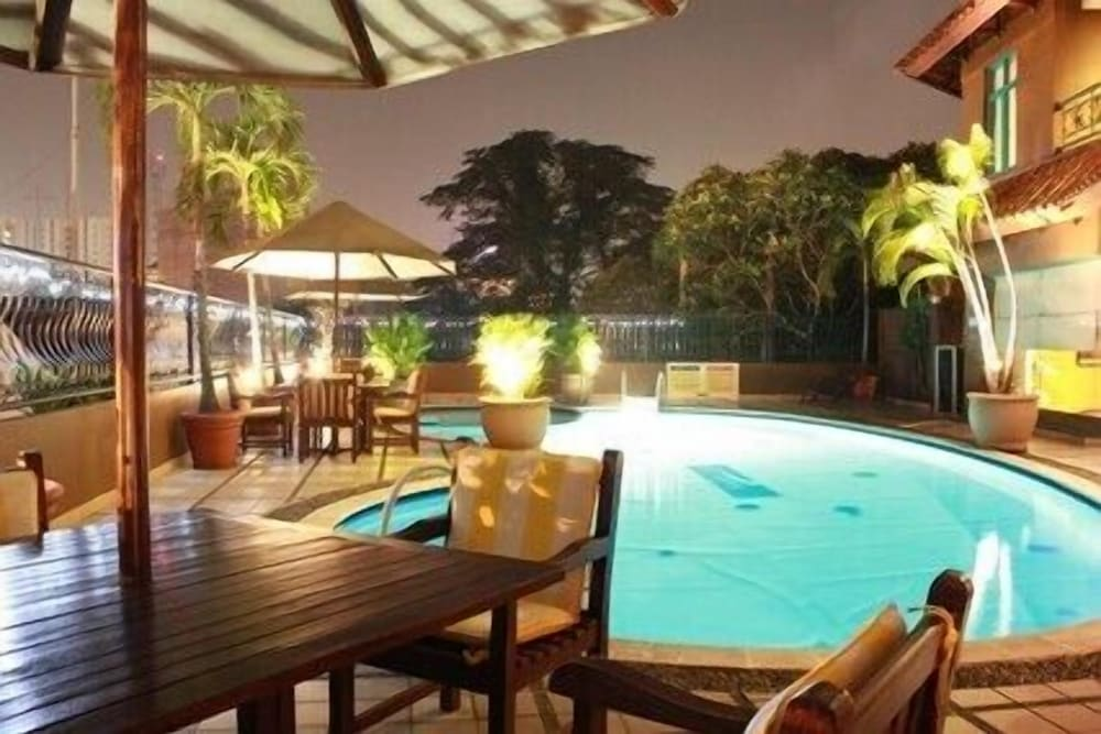 Travellers Suites Serviced Apartments
